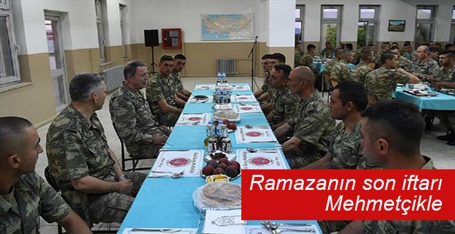 Genelkurmay Başkanı Mehmetçikle iftar yaptı!