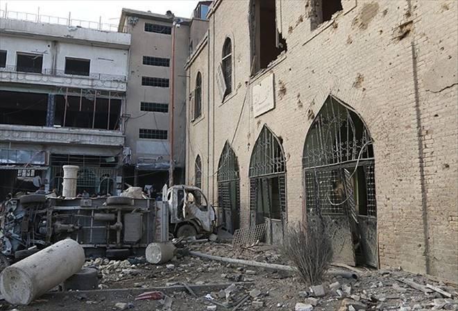 Suriye`de pazar yeri ve cami bombalandı