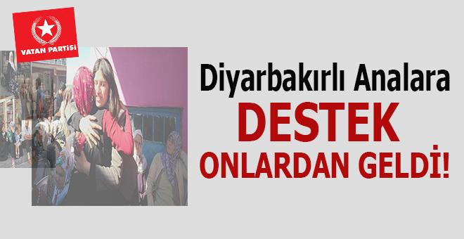 HDP İl Binası önünde oğullarını isteyen Diyarbakırlı analara destek onlardan geldi!