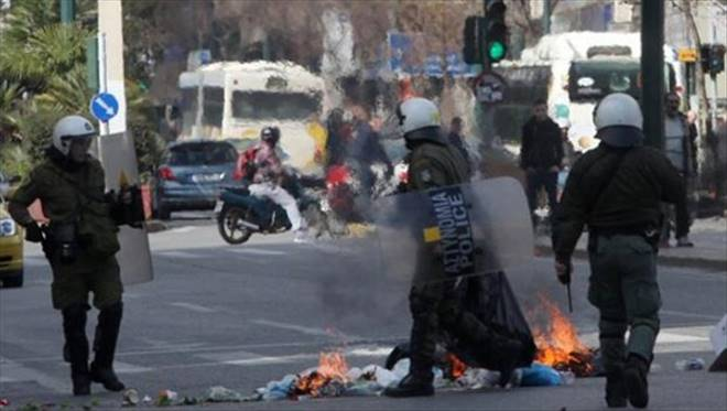 Atina`da Sokak Çatışmaları