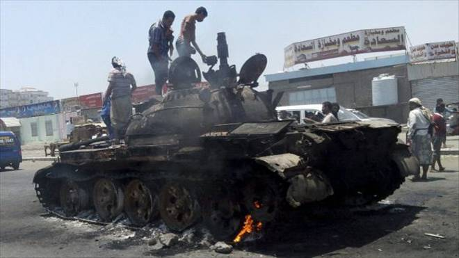 Yemen: Hadi yanlılar Husileri geriletti