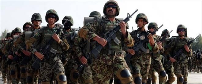 Afgan askerler NATO ile çatıştı: 2 ölü