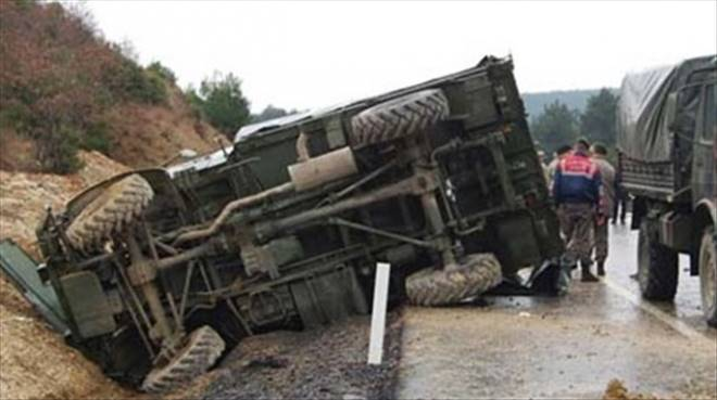 Askeri araç devrildi: 9 yaralı