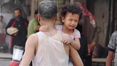 Esed güçlerinin attığı füze Humus'ta çocukları vurdu