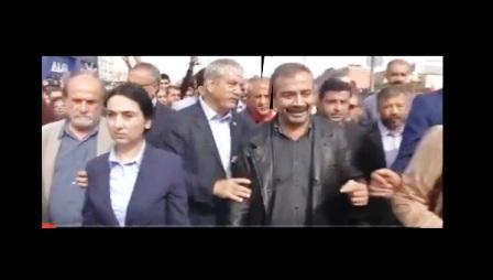 95 kişi öldü, Sırrı Süreyya Önder gülüyor; komik bir şey de yok ama!