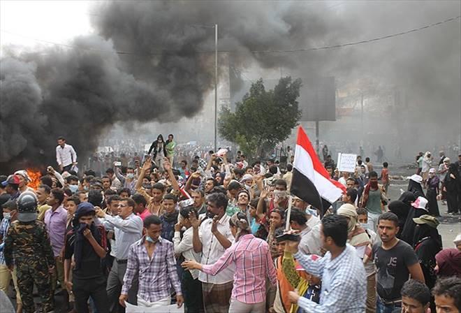 Yemen`de Şii Husiler göstericileri taradı