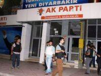 Diyarbakır'da Ak Parti il başkanlığına saldırı: 2 polis yaralandı