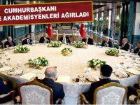 Erdoğan'dan Beştepe'de akademisyen ve yazarlara yemek